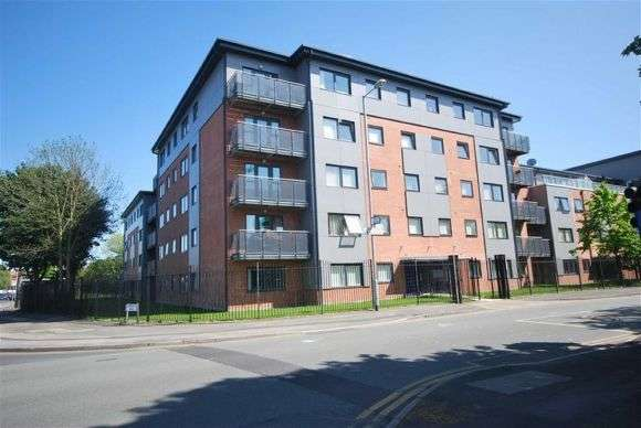 2 Bedrooms Flat for sale in Denmark Road, Hulme, Manchester
