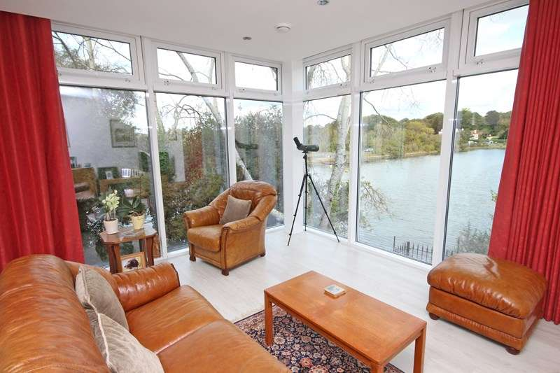 2 Bedrooms Property for sale in Almansa Way, Lymington