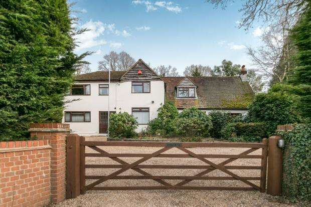6 Bedrooms Detached House for sale in Ash Vale, Surrey