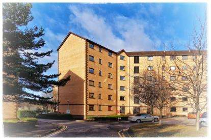 2 Bedrooms Flat for sale in Riverview Place, Glasgow