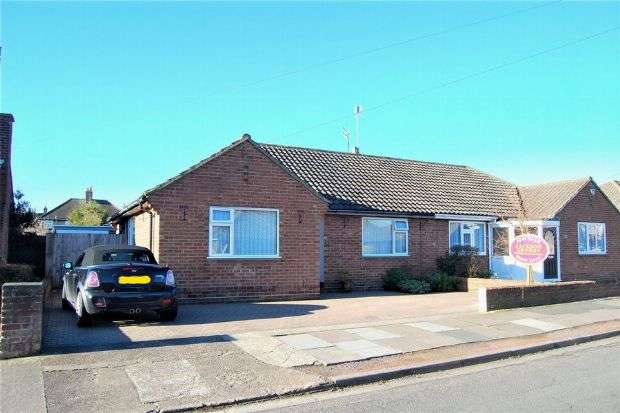 2 Bedrooms Semi Detached Bungalow for sale in Debdale Road, The Headlands, Northampton NN3 2TR