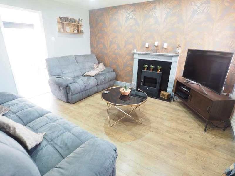 3 Bedrooms Semi Detached House for sale in Maldon Drive, Victoria Dock, Hull, HU9 1QA