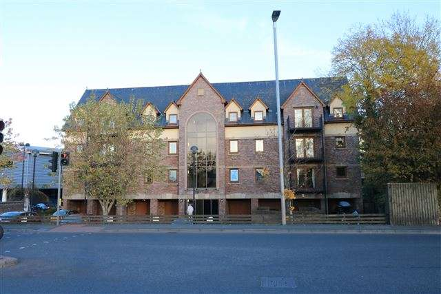 3 Bedrooms Flat for sale in Reiver Court, Carlisle, Cumbria, CA3 0AE