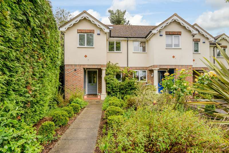 3 Bedrooms End Of Terrace House for sale in Woking