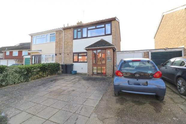 3 Bedrooms Semi Detached House for sale in Mill Road, Hailsham, BN27