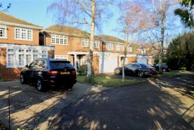 4 Bedrooms House for rent in High Road, IG8