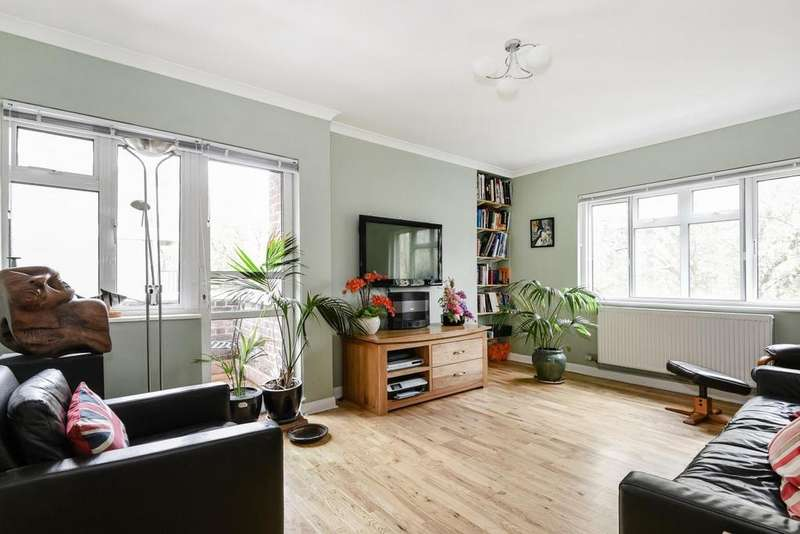 2 Bedrooms Flat for sale in Shepherds Hill, Highgate