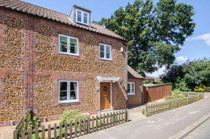 4 Bedrooms Semi Detached House for sale in Lynn Road, Snettisham, Norfolk