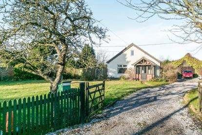 3 Bedrooms Bungalow for sale in Woodbridge, Hollesley, Woodbridge
