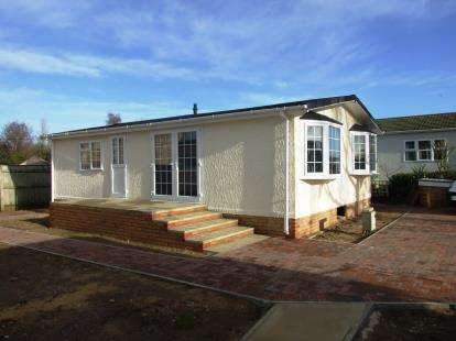 2 Bedrooms Mobile Home for sale in Beck Row, Bury St. Edmunds, Suffolk
