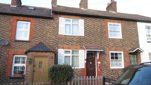 2 Bedrooms Terraced House for sale in Hardwick Road, Redhill, Surrey