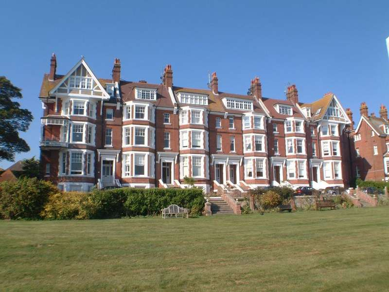2 Bedrooms Apartment Flat for sale in 3 Chatsworth Gardens, Eastbourne BN20
