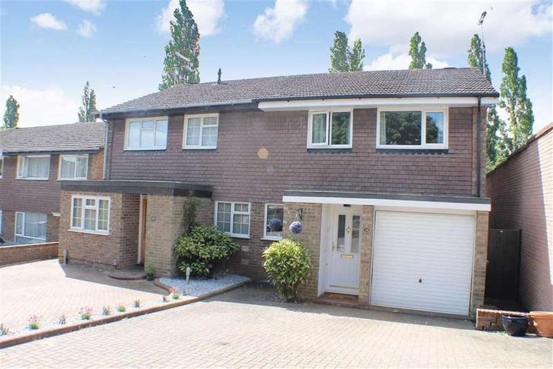 3 Bedrooms Semi Detached House for sale in Ennis Close, Harpenden, Hertfordshire