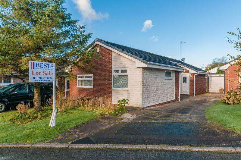 3 Bedrooms Detached Bungalow for sale in Honister Grove, Beechwood, Runcorn