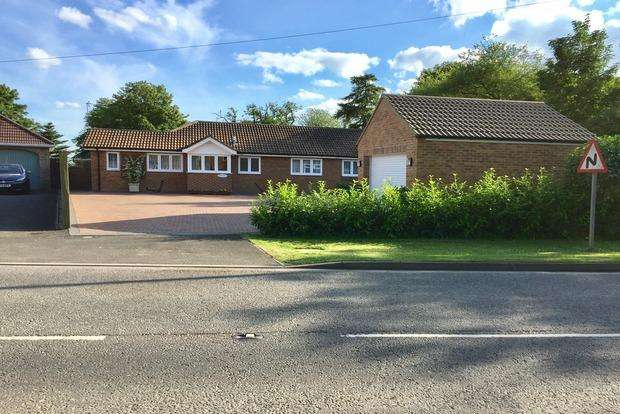 4 Bedrooms Detached Bungalow for sale in Alford Road, Bilsby, Alford, LN13