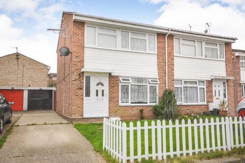3 Bedrooms Semi Detached House for sale in Norris Close, Braintree, Essex, CM7