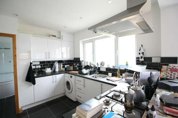 3 Bedrooms Semi Detached House for sale in Stonehill Avenue, Leicester, Leicestershire, LE4 4JA