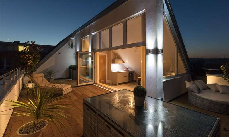 5 Bedrooms Detached House for sale in The Wye, Lymington Shores, Hampshire, SO41