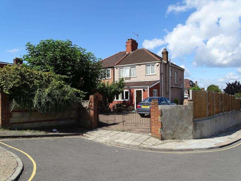 3 Bedrooms House for sale in Beechwood Gardens, Ealing