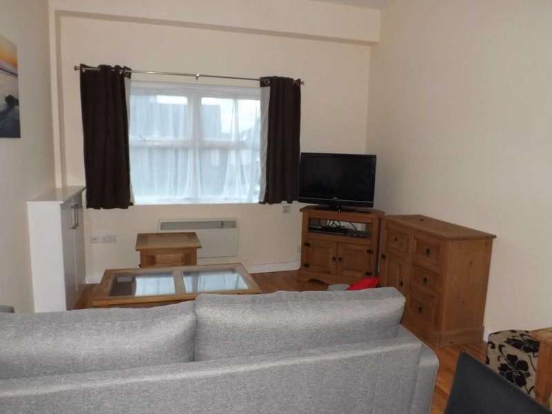 2 Bedrooms Ground Flat for rent in High Street, Rhosneigr
