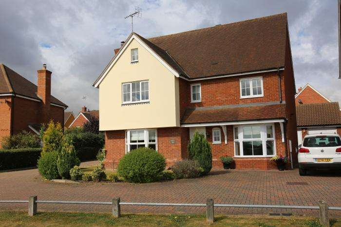 4 Bedrooms Detached House for sale in THE GABLES, ONGAR CM5