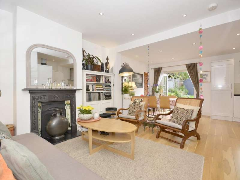 3 Bedrooms Semi Detached House for sale in Evesham Road, N11