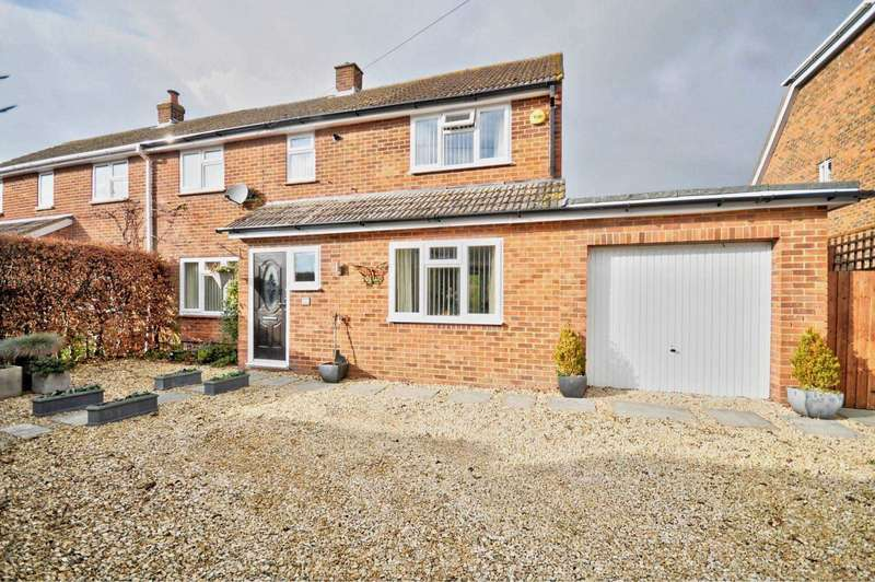 3 Bedrooms Semi Detached House for sale in St Andrew`s Road, Chinnor