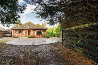 3 Bedrooms Bungalow for sale in Barnham Broom, Norfolk