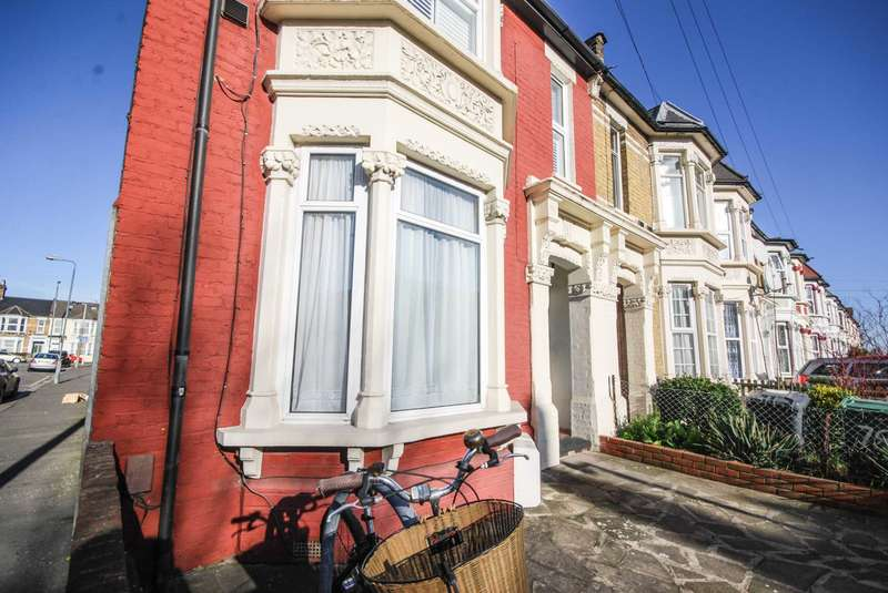 2 Bedrooms Flat for sale in Grove Green Road, Leytonstone