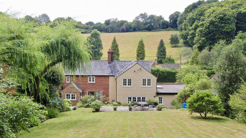 3 Bedrooms Semi Detached House for sale in Bryants Bottom, GREAT MISSENDEN
