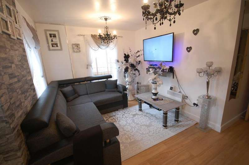 2 Bedrooms Apartment Flat for sale in Walnut Court,, Woodmill Rd, London