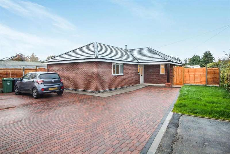 2 Bedrooms Detached Bungalow for sale in Knightcote Road, Bishops Itchington