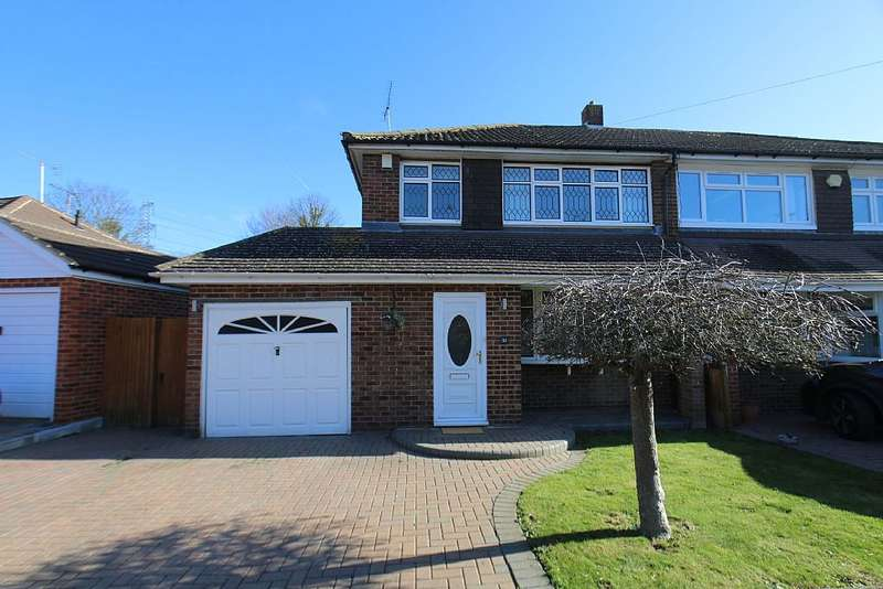 3 Bedrooms Semi Detached House for sale in Brookside Road, Gravesend, Kent, DA13