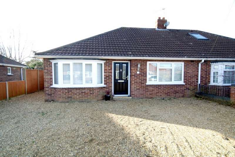 2 Bedrooms Semi Detached Bungalow for sale in Thompson Road, Thorpe St Andrew, Norwich, NR7
