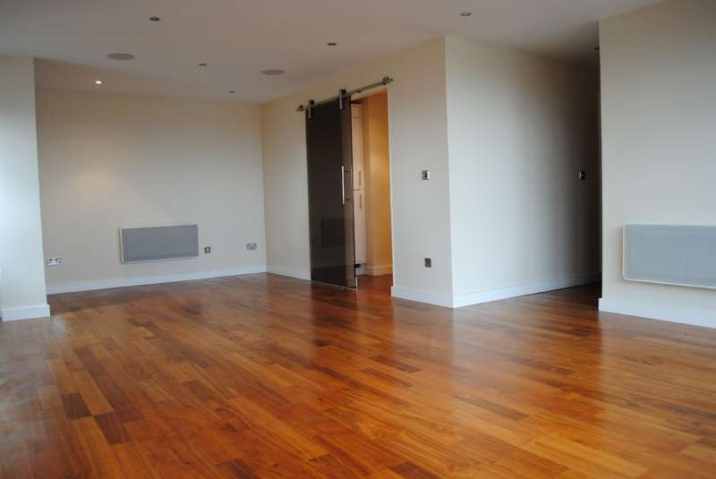 2 Bedrooms Flat for sale in The Pinnacle, Chadwell Heath