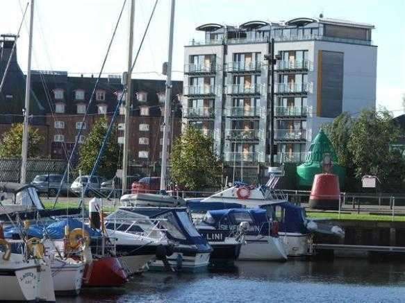 2 Bedrooms Apartment Flat for sale in Quay West Complex, Ipswich. More details at www.nicholasestates.co.uk