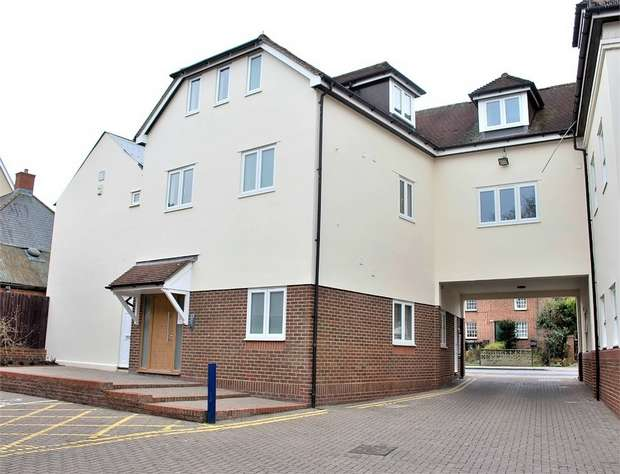 2 Bedrooms Flat for sale in Dunmow, Essex
