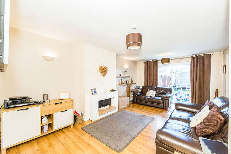 3 Bedrooms Semi Detached Bungalow for sale in Tranmoor Lane, Armthorpe, Doncaster, DN3