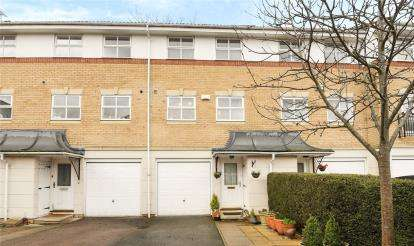 3 Bedrooms Terraced House for sale in Helegan Close, Orpington