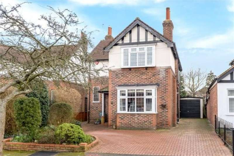 3 Bedrooms Detached House for sale in Colchester Drive, Pinner