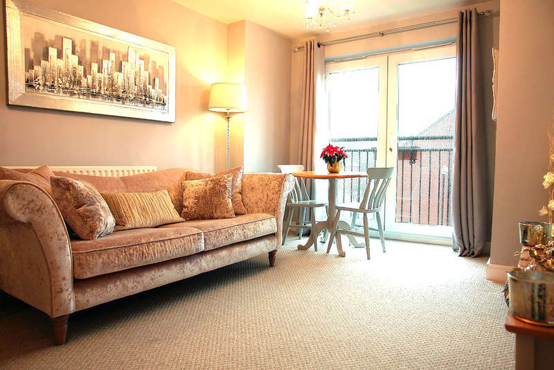 2 Bedrooms Flat for sale in Baldwins Close, Royton