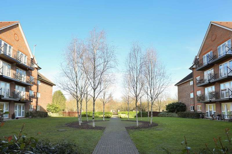 2 Bedrooms Flat for sale in Coopers Court, Crane Mead