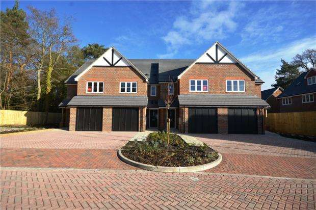 3 Bedrooms Terraced House for sale in New Road, Ascot, Berkshire