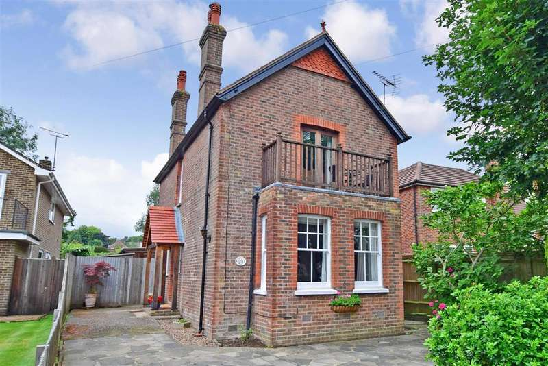 3 Bedrooms Detached House for sale in Beeches Road, , Crowborough, East Sussex