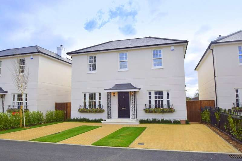 4 Bedrooms Detached House for sale in Montagu Mews, Datchet, Berkshire, SL3
