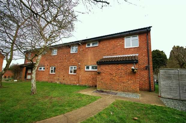 2 Bedrooms Maisonette Flat for sale in Cutmore Drive, Colney Heath, St Albans, Hertfordshire