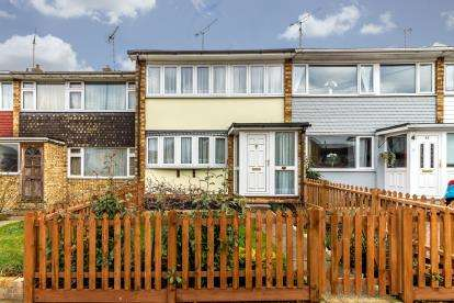 3 Bedrooms Terraced House for sale in Leigh On Sea, Essex, Uk