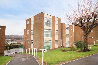 1 Bedroom Flat for sale in Hallam Court, Pembroke Road, Dronfield, Derbyshire