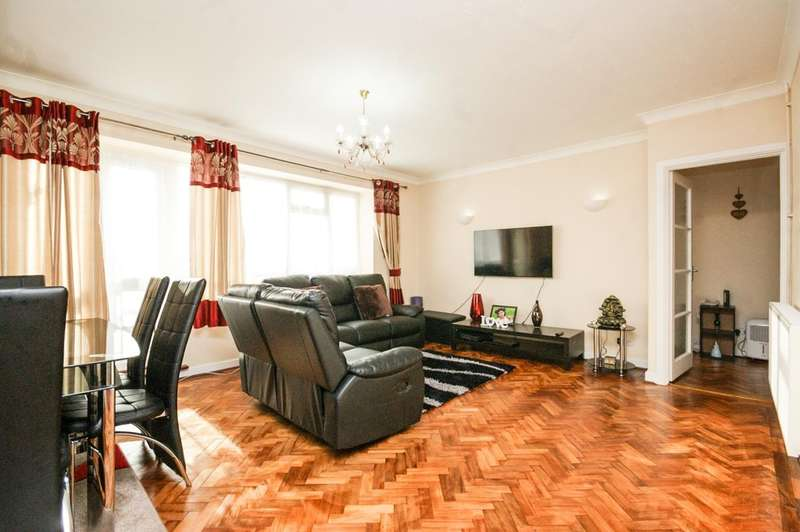 3 Bedrooms Flat for sale in Dove Park, Pinner