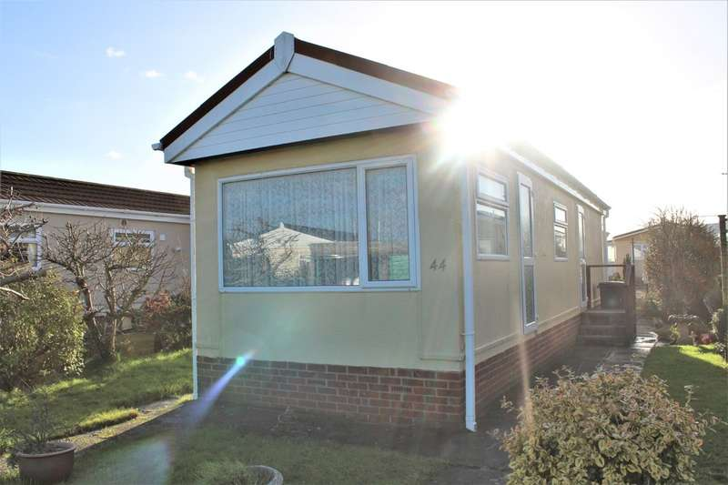1 Bedroom Mobile Home for sale in Willow Drive , Oaktree Park, Weston-super-Mare